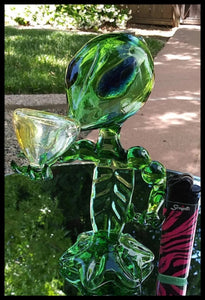 "7"" Green Glass Alien Pipe - The Bong Czar"