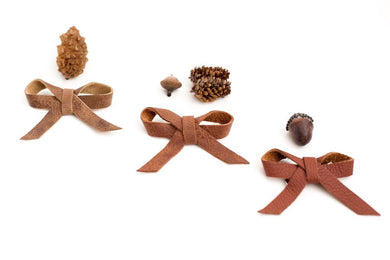 Leather ballet bow on clip - hazelnut