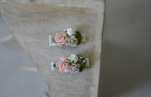Blush + ivory small flower clip