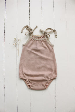 Fin & Vince bubble tie onesie - rose dust