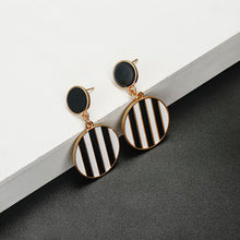 Load image into Gallery viewer, Stripes Earring
