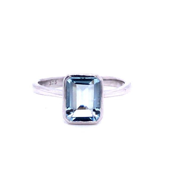 9ct White Gold Pale Aquamarine Ring