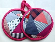 Load image into Gallery viewer, Potholders pair, round, patchwork