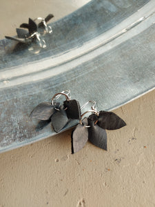 Three LEAVES leather earring plain