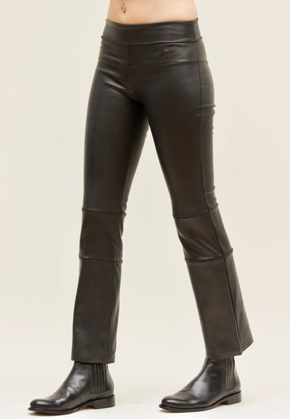 Cropped Stretch Leather Bootlegging Black