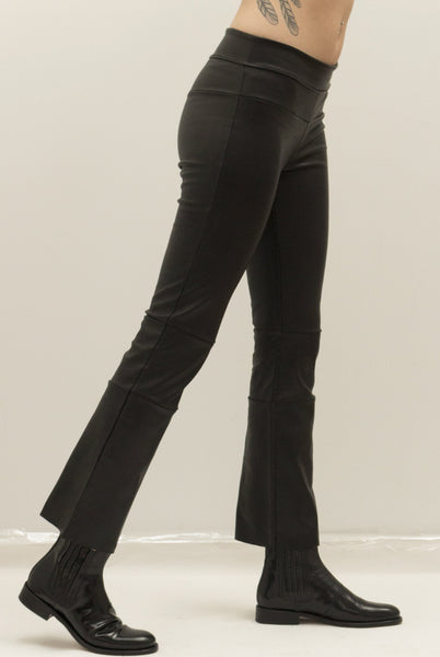 Cropped Stretch Lambskin Leather Bootlegging,  Black.