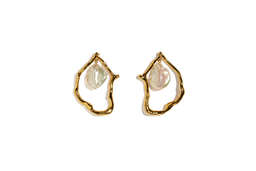 Formation Earrings in Pearl