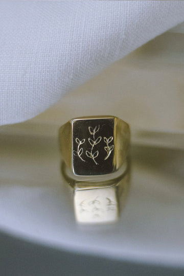 Fern Signet Ring in Gold