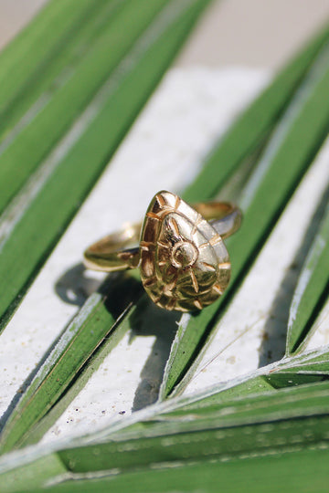 Sadie Jo Jewelry Co. Sunny Daze Signet Ring in 10K Solid Gold