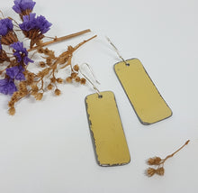 Load image into Gallery viewer, Single Tier Yellow Beige Renault 16 Earrings