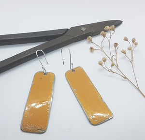 Single Tier Orange Renault 16 Earrings