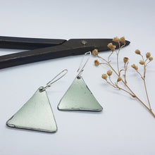 Load image into Gallery viewer, Single Tier Silver Moss Renault 16 Triangle Earrings
