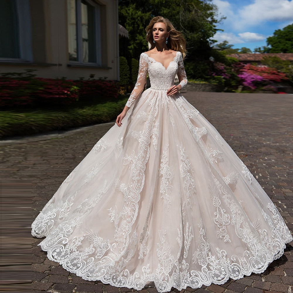 Gorgeous Ball Gown Wedding Dress Long Sleeve Plus Size Vestido Blanco Scalloped Neck Buttons Up Appliques Wedding Gowns Elegant