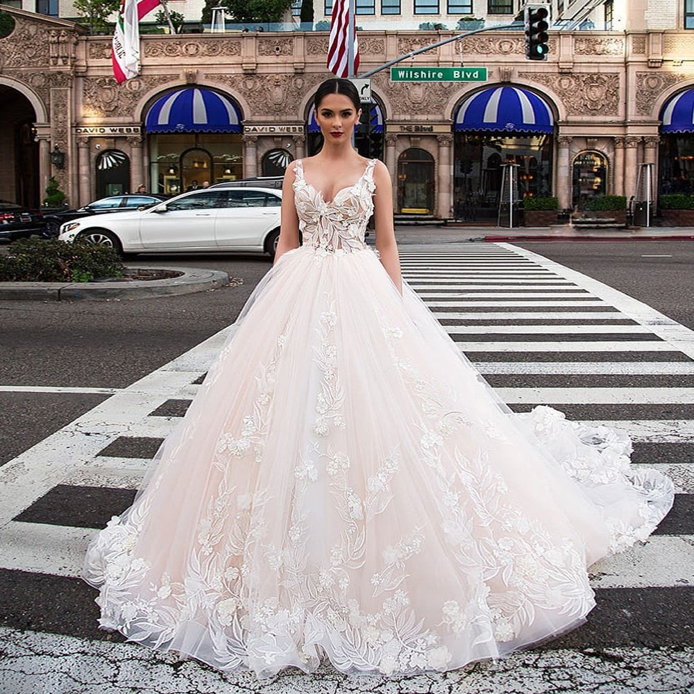 Luxury Ball Gown Wedding Dresses With Picture Veil Robe Mariage Femme Tank Shoulder Zipper Up See Through Lace Flowers Gowns