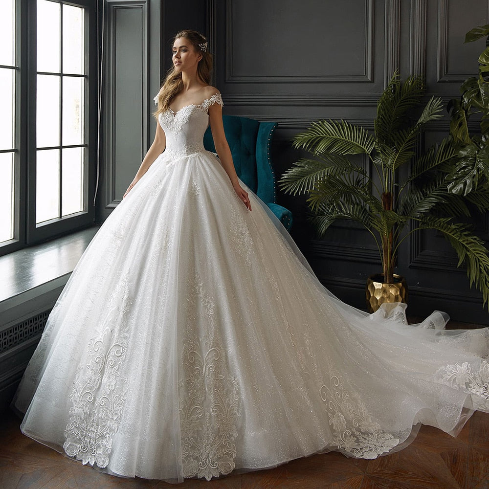 Shiny Ball Gown Wedding Dresses Robe Mariage Femme Cap Sleeve Lace Up Back Gorgeous Appliques Lace Wedding Gowns Plus Size