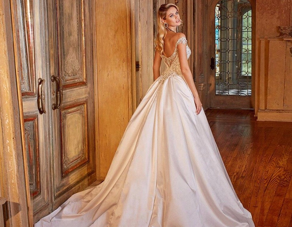 Shiny Full Beading Crystal Satin Wedding Dress Robe Mariage Femme Sweetheart Neck Zipper Up Short Sleeve Simple Bridal Gowns - LiveTrendsX