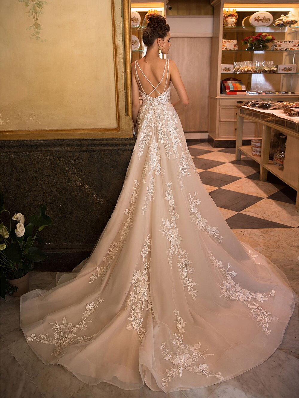 2021 New Sexy Sweetheart Backless Spaghetti Straps A-Line Wedding Dresses Appliqued Beading Crystal Floor Length Bridal Gowns - LiveTrendsX