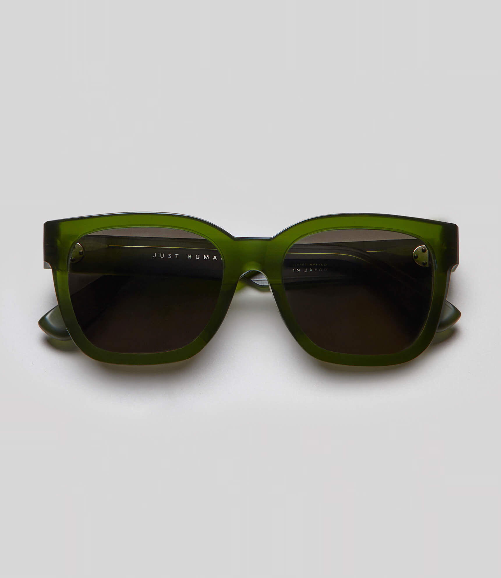 Green square sunglasses eco friendly sustainable fashion made in Japan unisex sunglasses for men sunglasses for women and blue light filter