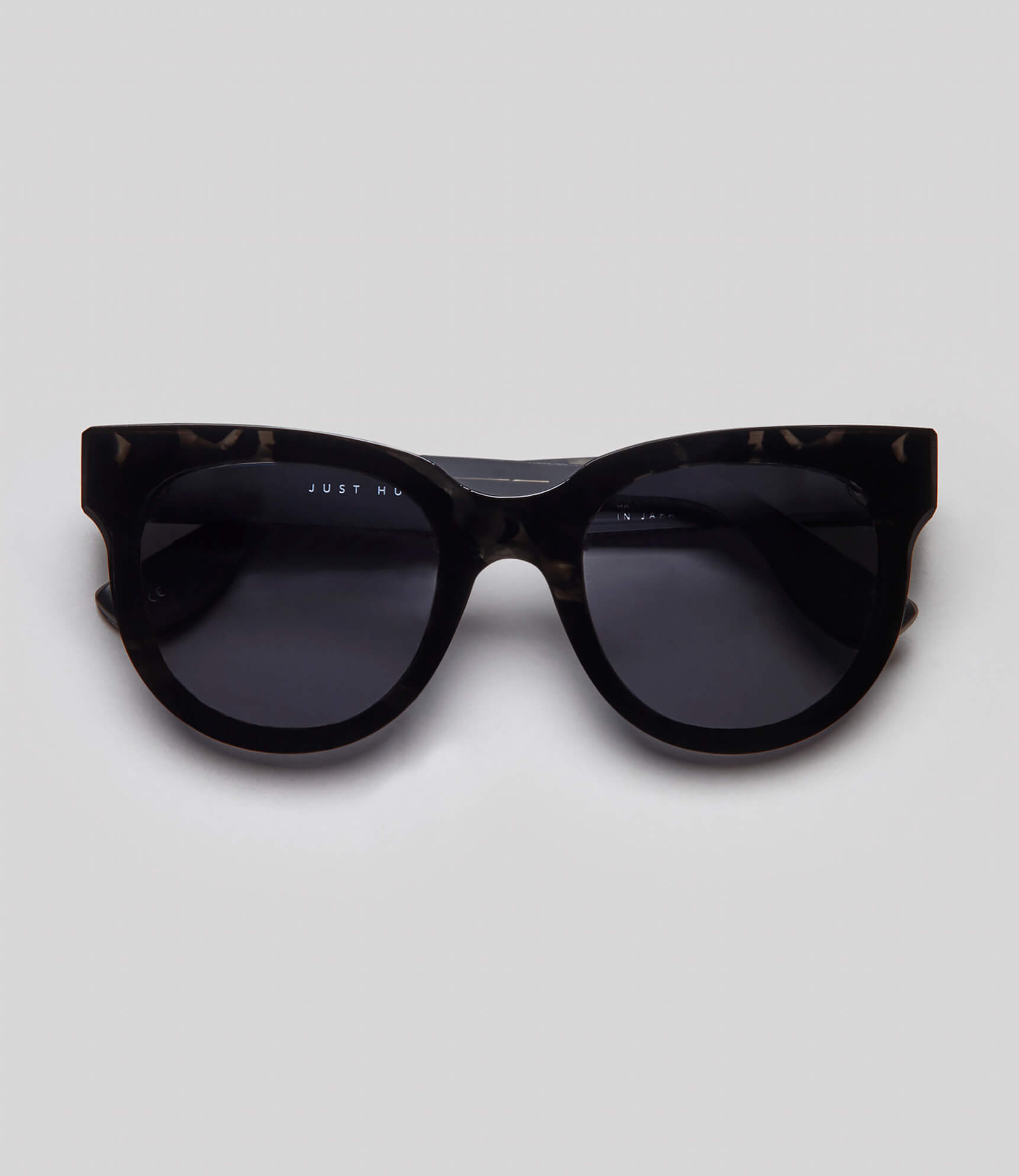 Black tortoise cat eye sunglasses eco friendly sustainable fashion made in Japan unisex sunglasses for men sunglasses for women and blue light filter