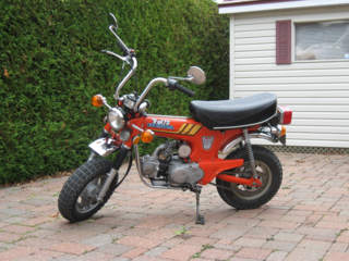 1977 Shiney Orange CT70 - Phylyp [CC BY-SA 4.0 (https://creativecommons.org/licenses/by-sa/4.0)]