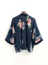 Load image into Gallery viewer, Waterfalls Short Kimono / XS-M