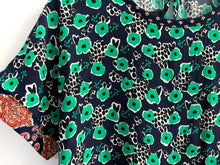 Load image into Gallery viewer, Green Floral Blouse SAMPLE / M-L