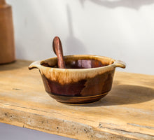 Load image into Gallery viewer, Vintage Crown Lynn Bowl