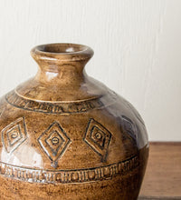 Load image into Gallery viewer, Glazed pottery vase