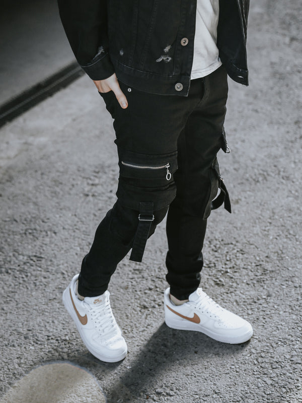 Black Cargo Pockets Pants