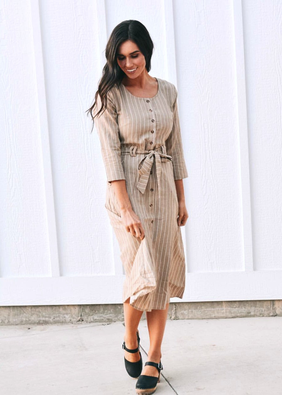 fde0001273e We are sharing 20 outfit ideas that are totally nursing friendly but don't  necessarily consist of designated nursing tops.