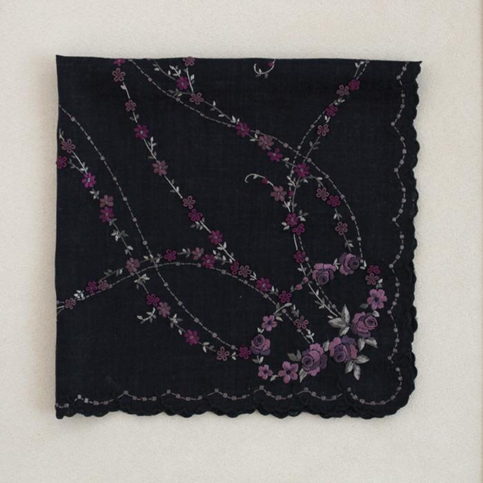 Rose hand embroidery(black)