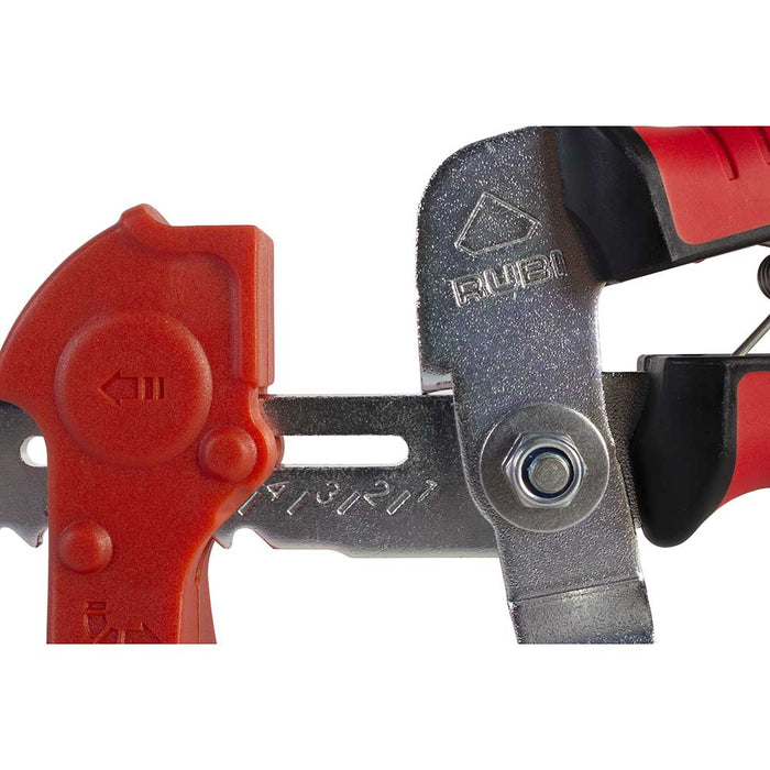 Adjustable pliers for different width of tile