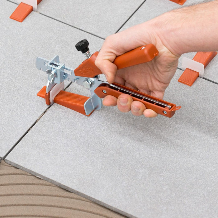 Creaing a lip-free tile installation with Raimondi clips, wedges and pliers