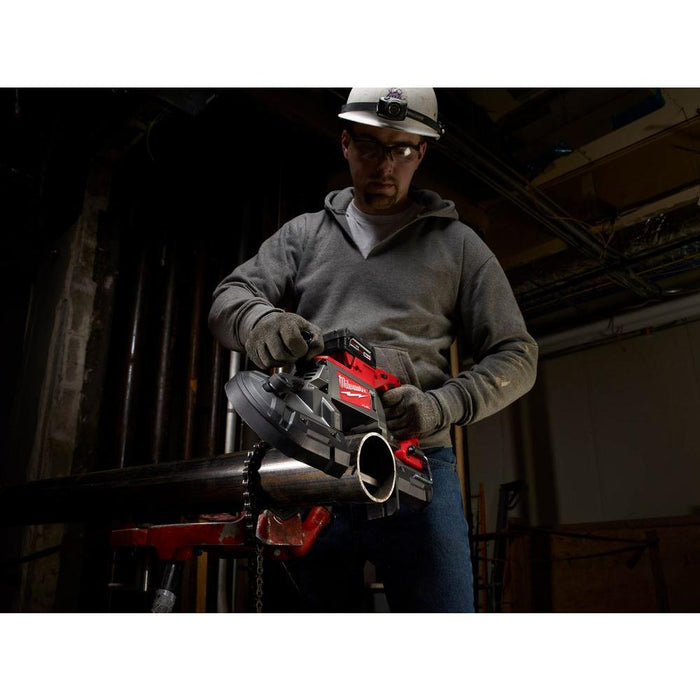 Cutting metal pipe with Milwaukee M18 FUEL™ Deep Cut Band Saw