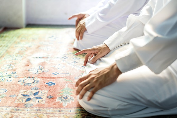 Developing Better Salah (Prayer) Habits – How to Find a Deeper Meaning & Stronger Connection