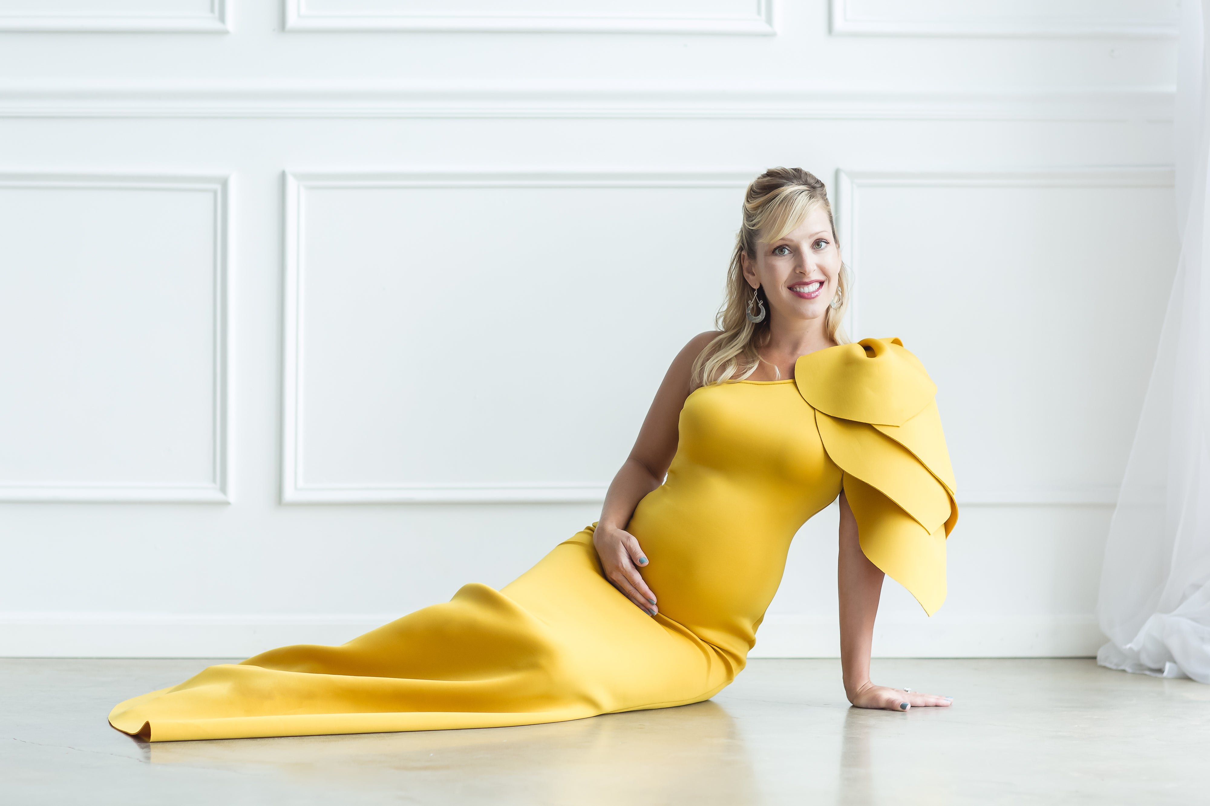 yellow maternity dress for photoshoot