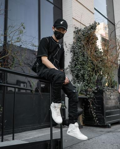 Men streetwear outfit ideas - relaxed-fitting Black Tee Shirt and a Kyle cargo pants