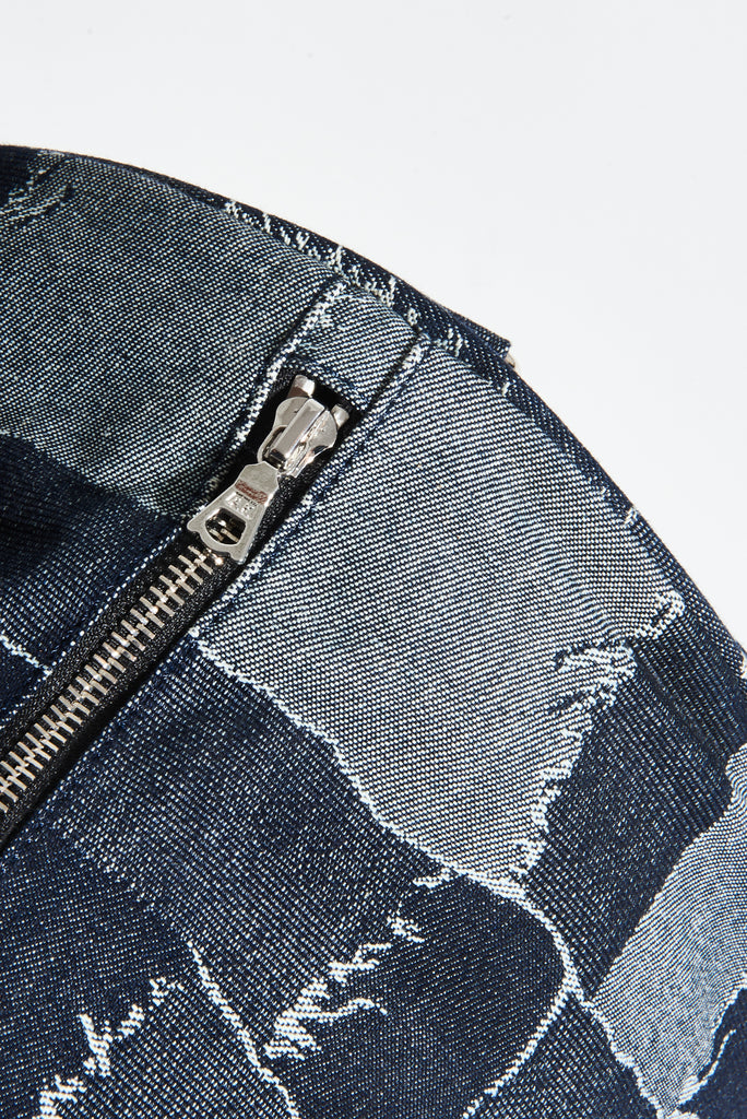 ZIPPER DETAIL SHOT