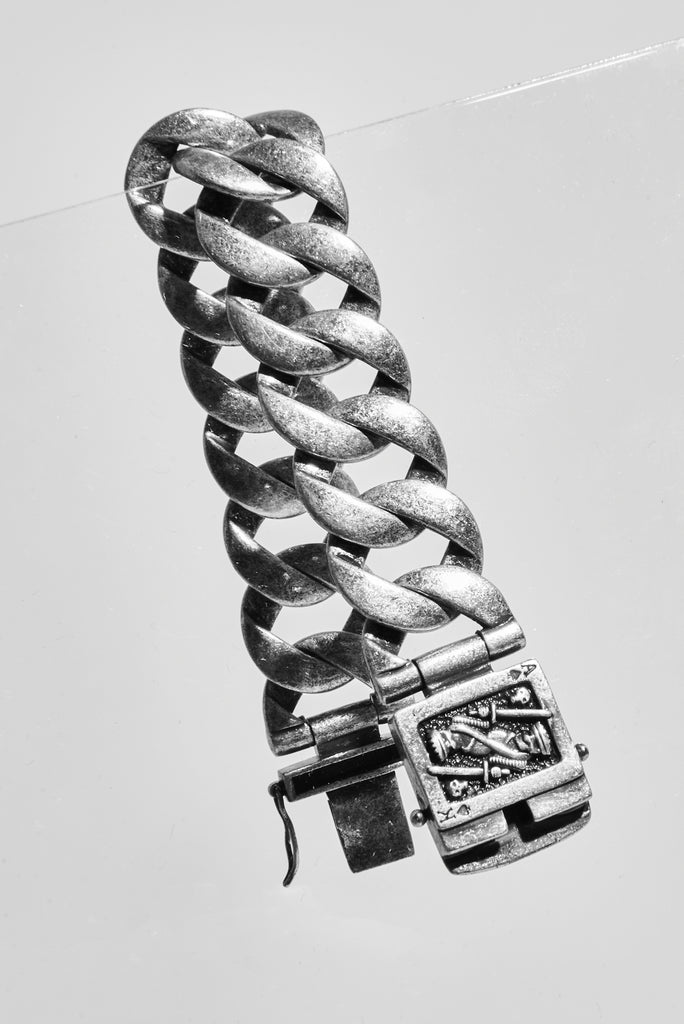 GUNMETAL CARD BRACELET - AKINGS