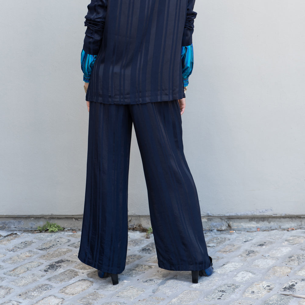 STRIPE SATIN NAVY PANTS