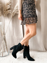 Load image into Gallery viewer, Pretty Black Suède Heels