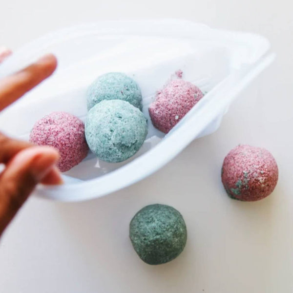 The DIY, Zero-Waste, Non-Toxic Bath Bombs You've Been Dreaming Of are Right Here