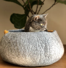 Load image into Gallery viewer, beautiful high quality wool cat bed