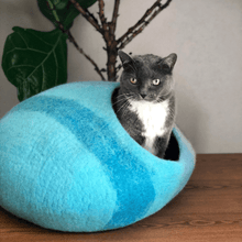 Load image into Gallery viewer, Wool-cat-cave-handmade-cat-bed-felt-wool