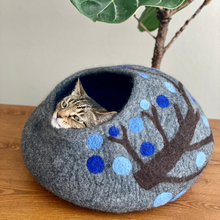 Load image into Gallery viewer, MINNESOTA BEAUTY Cat Cave Bed