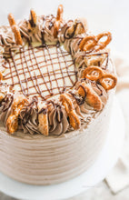 Load image into Gallery viewer, Hands-on Chocolate & Passion Fruit Cream Cake with Chocolate Chip Cookie Crumbles