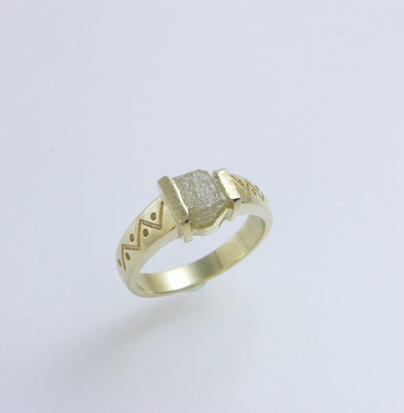 Diamond cube ring in 14ky-engraved sides
