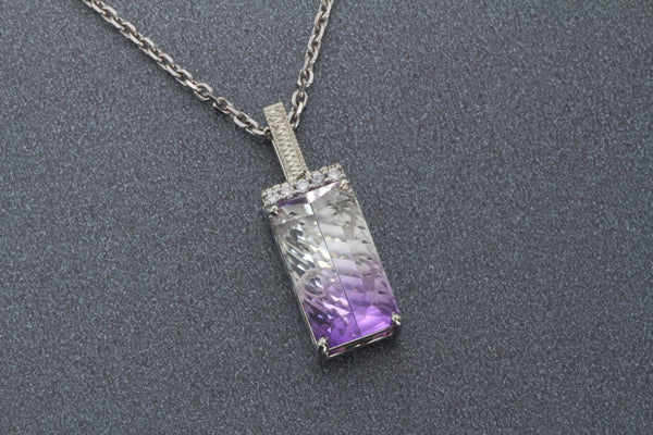 Gorgeous two tone white and purple pendant in 14kw gold