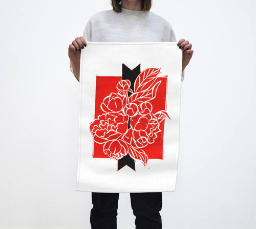 Add a touch of boldness to your kitchen with this red and black tea towel.  Inspired by the original artwork of artist RH Zondag.