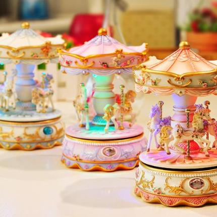 Beautiful Carousel/Merry Go Round Music Box with LED Lights
